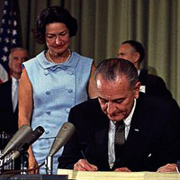 featured-Lyndon-Johnson-signing-Medicare-bill-with-Harry-Truman-July-30-1965